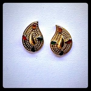 Vintage AVON Gold Tone Paisley Cocktail Earrings
